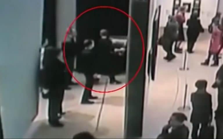 Μόσχα: Ανενόχλητος! Πήρε τον πανάκριβο πίνακα ζωγράφου ελληνικής καταγωγής… κι έφυγε! video