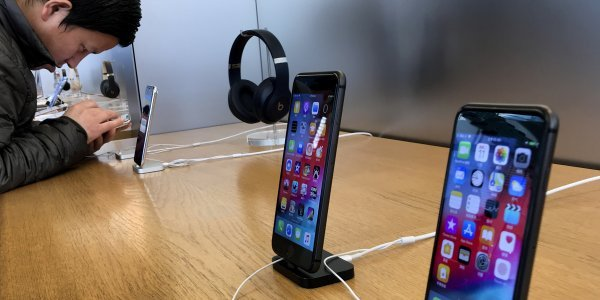 Apple: Η πτώση στα κέρδη φέρνει μείωση τιμών στα iPhones