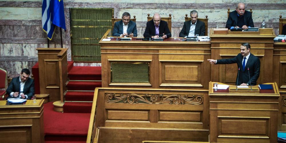 Μετωπική σύγκρουση Τσίπρα-Μητσοτάκη στη Βουλή για τη ψήφο εμπιστοσύνης