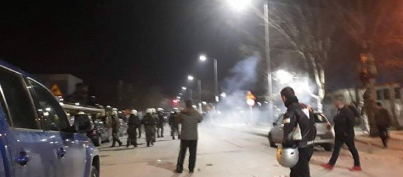 Μαζική επίθεση πολιτών κατά των κυβερνητικών δυνάμεων ασφαλείας και του ΠτΔ Π.Παυλόπουλου στη Θεσσαλονίκη