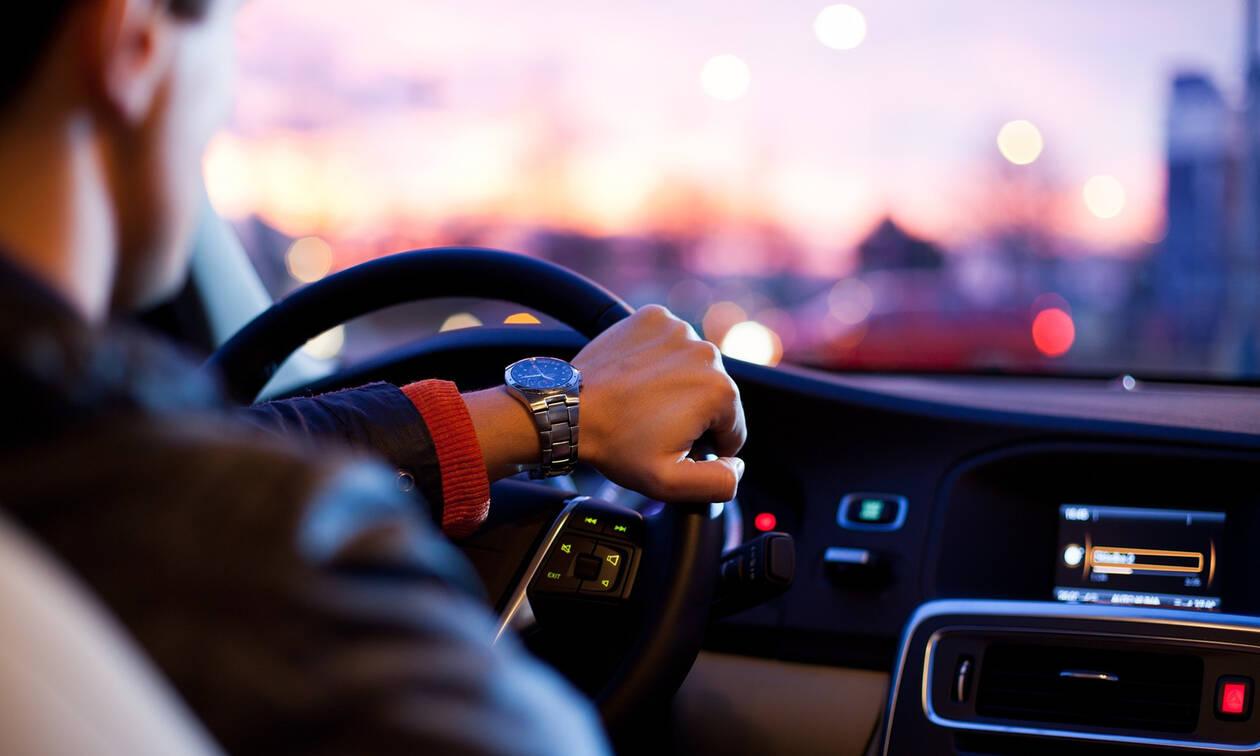 Οι κίνδυνοι για τους οδηγούς – Τι πρέπει να προσέχουν όταν βρέχει