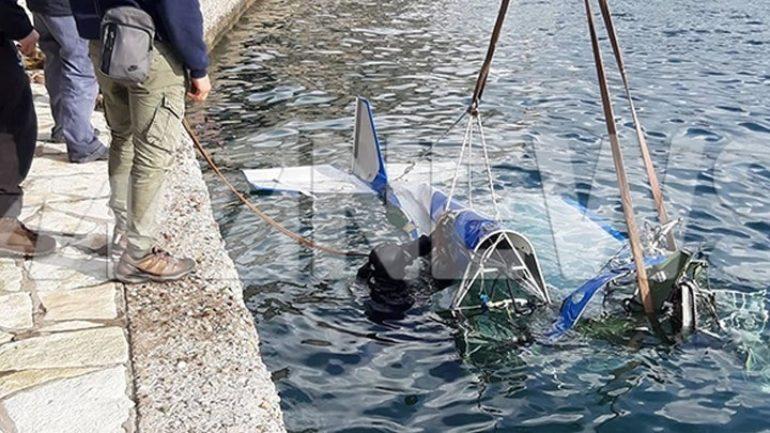Συγκλονιστικές εικόνες από την ανέλκυση του μοιραίου αεροπλάνου στο Μεσολόγγι