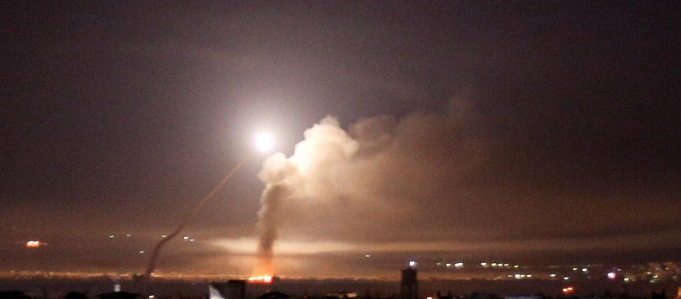 «Κόλαση» στη Συρία:Η ισραηλινή Αεροπορία βομβάρδισε μαζικά θέσεις των Ιρανών al Quds στην Δαμασκό (φωτό, βίνετο)