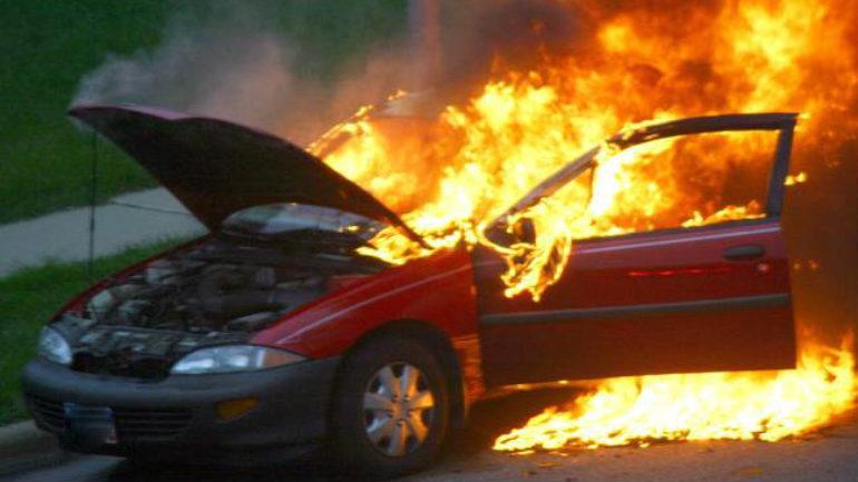 Το αυτοκίνητο τυλίχτηκε στις φλόγες