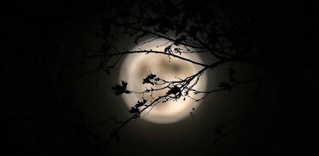 Υπερ-πανσέληνος και έκλειψη Σελήνης τα ξημερώματα της Δευτέρας