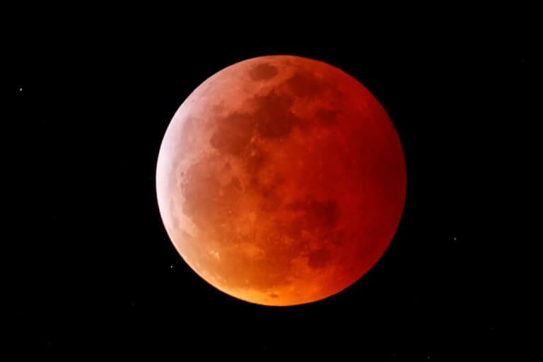 Ολική έκλειψη Σελήνης και πανσέληνος: Εικόνες που κόβουν την ανάσα! [pics]