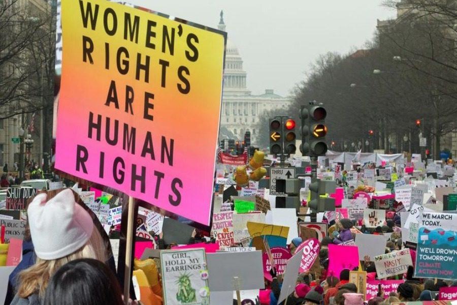 Γιατί εκατοντάδες χιλιάδες γυναίκες στην Αμερική βγήκαν στους δρόμους