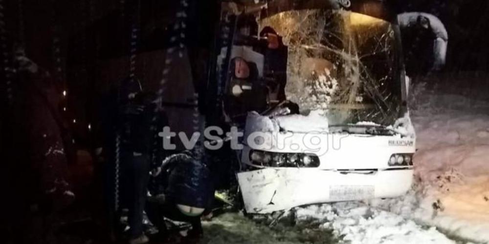 Λεωφορείο του ΚΤΕΛ συγκρούστηκε με εκχιονιστικό! [εικόνες]