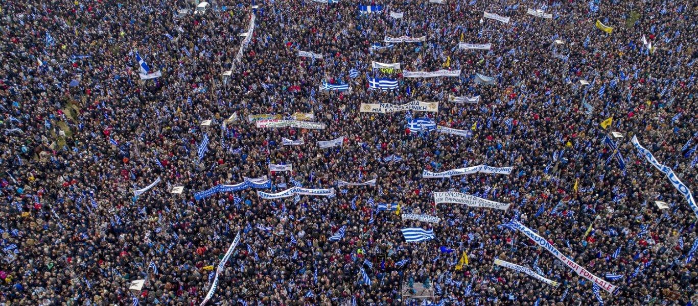 «Ελληνες ξεσηκωθείτε»: Το σκίτσο που «γκρέμισε» το ίντερνετ – «Επί ποδός πολέμου» όλη η χώρα για την Μακεδονία