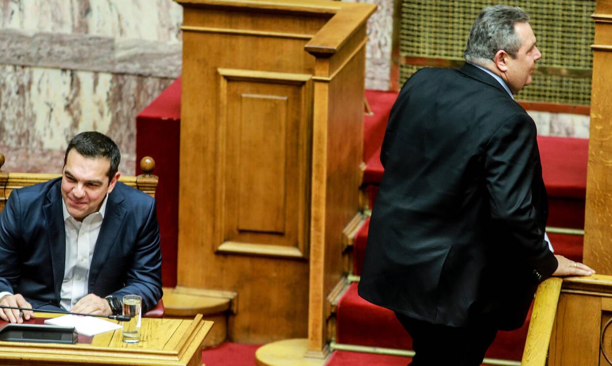 Ψήφος εμπιστοσύνης: Απίστευτες εικόνες μεταξύ Τσίπρα – Καμμένου στη Βουλή – Δείτε τι συνέβη (pics)