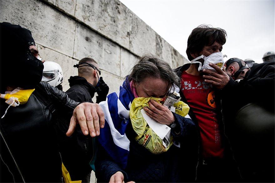Καθεστώς ΣΥΡΙΖΑ: «Ακροδεξιούς» βαπτίζουν τους χιλιάδες στο Σύνταγμα – Σφοδρές επιθέσεις κατά πατριωτών- Να λογοδοτήσει το Μαξίμου