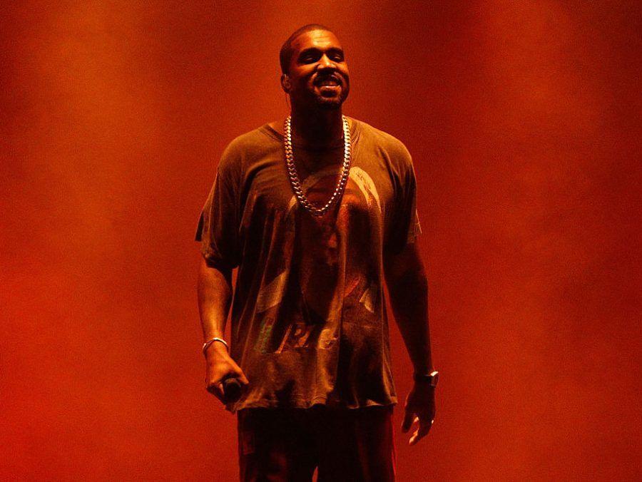 O Kanye West προωθεί την νέα του συλλογή μαζί με την αγαπημένη του πορνοστάρ