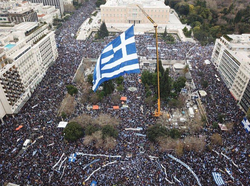 «Βράζει» ο Ελληνισμός: «Το προηγούμενο συλλαλητήριο καθυστέρησε την προδοσία, τώρα θα την αποτελειώσει» – Μαζική διαδήλωση κατά των «Πρεσπών»