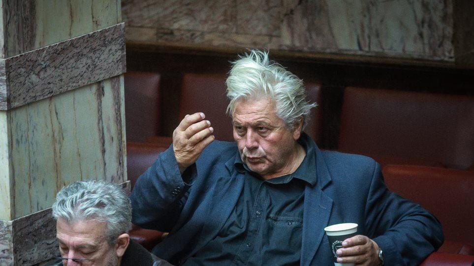 Δεν έχει τέλος ο εξευτελισμός στη Βουλή: Εμεινε το αυτοκίνητο, θα παραιτηθώ σε λίγο, λέει ο Παπαχριστόπουλος