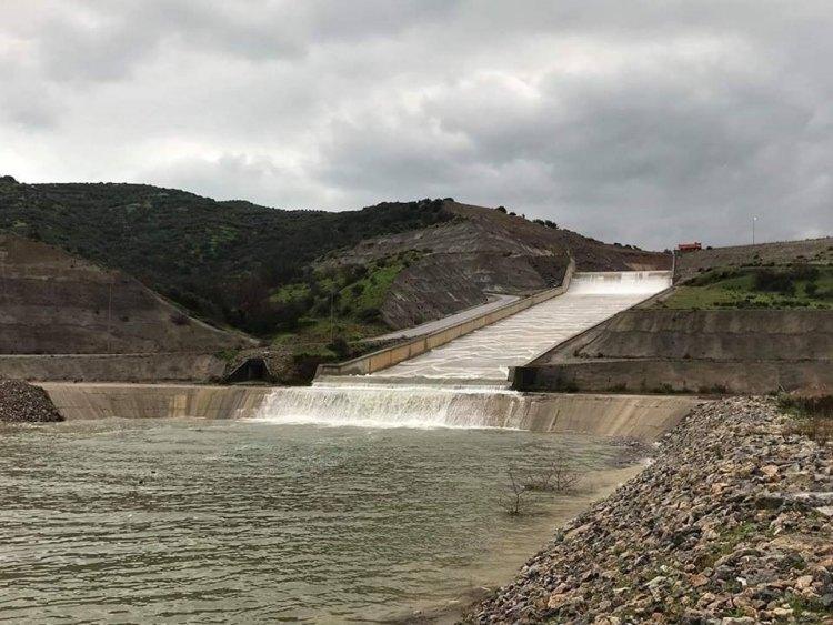 """""""Πετάμε"""" 1, 2 εκατομμύρια κυβικά νερού με την υπερχείλιση στο Φράγμα!"""