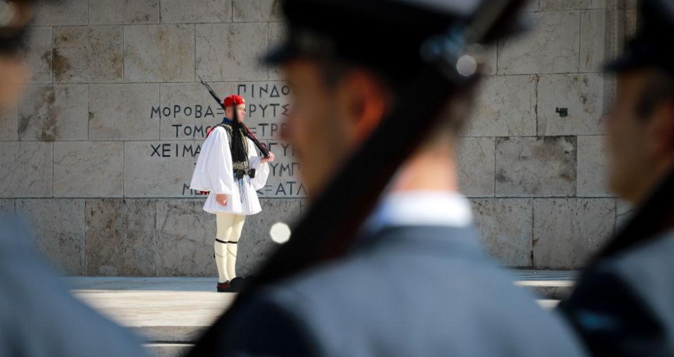 Έκτακτο: Πέθανε Εύζωνας από την Προεδρική Φρουρά
