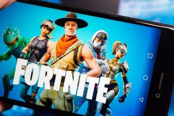 Σάλος με το βιντεοπαιχνίδι Fortnite: «Κόβεται» από το YouTube λόγω παιδόφιλων