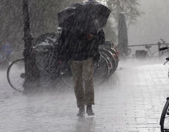 Με βροχές και καταιγίδες η Παρασκευή