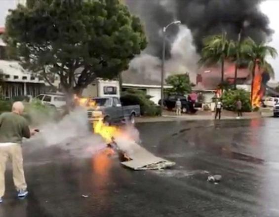 Συντριβή αεροσκάφους σε σπίτι στην Καλιφόρνια – Πέντε νεκροί