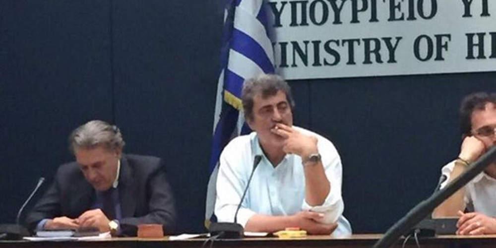 «Ντροπή! Αυτός ο τύπος δεν καταλαβαίνει τίποτα» – Οργή του Ευρωπαίου επιτρόπου Υγείας με το τσιγάρο του Πολάκη