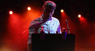 Ο τραγουδιστής που έδωσε σάρκα και οστά στη φράση: «Ζούμε όση ζωή θελήσουμε να ζήσουμε»