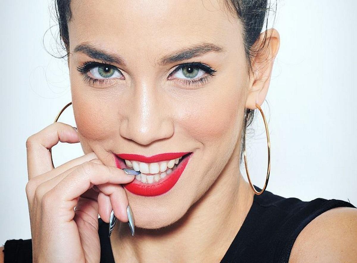 Κατερίνα Στικούδη: Δες την να τραγουδάει σφουγγαρίζοντας! [video]