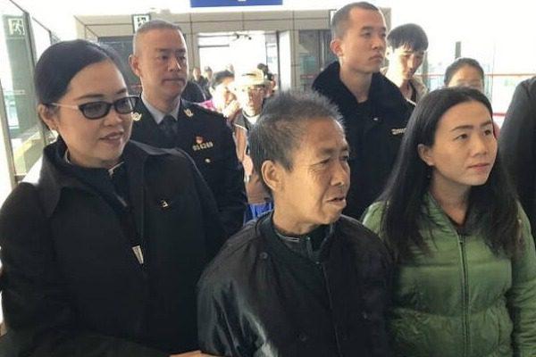 59χρονη Ταϊλανδή με άνοια ξεκίνησε για το σπίτι του γιου της και έφτασε στην Κίνα