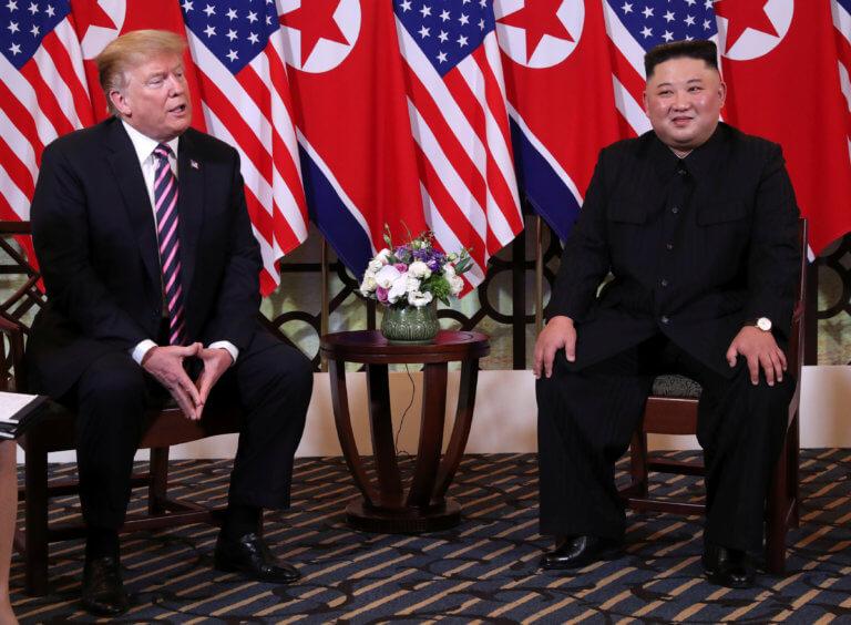 Ξεχείλιζε η αγάπη στην συνάντηση Ντόναλντ Τραμπ – Κιμ Γιονγκ Ουν στο Βιετνάμ [pics, video]