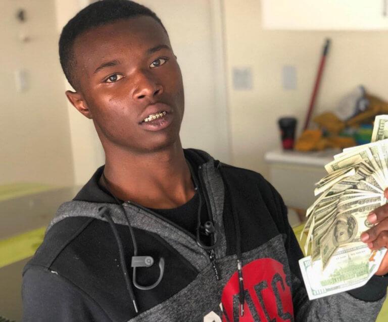 Αδιανόητη χρήση αστυνομικής βίας: Γάζωσαν 20χρονο ράπερ γιατί… αποκοιμήθηκε στο αυτοκίνητό του
