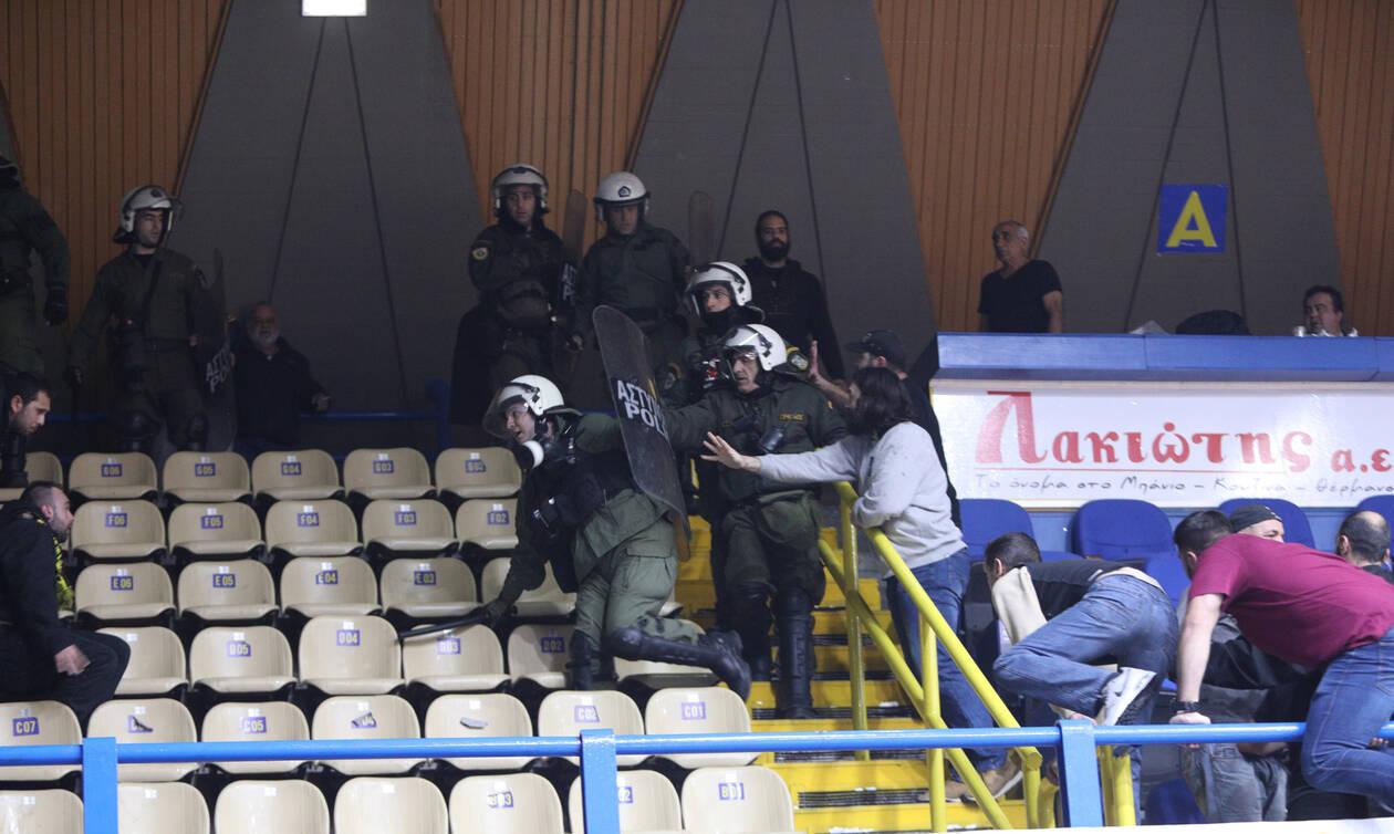 Basket League: Ένταση στο Περιστέρι και εκκένωση του γηπέδου (photos)