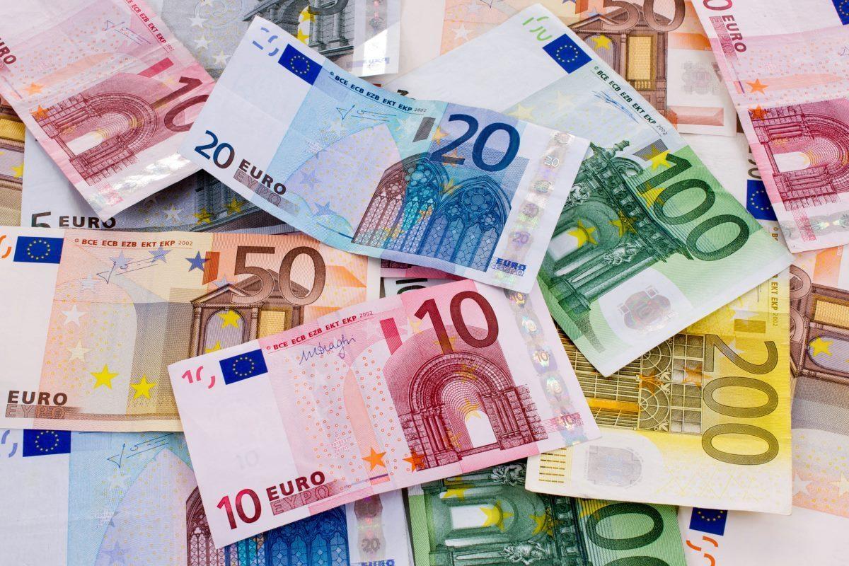 «Φύλλο και φτερό» δεκάδες δάνεια τραπεζικών στελέχων από την Εισαγγελία Διαφθοράς