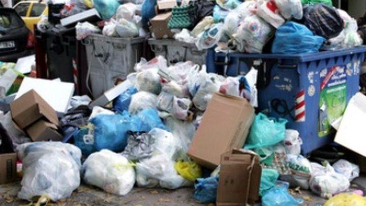 «Βουνό» τα σκουπίδια για τρίτη ημέρα στους δρόμους του Ηρακλείου
