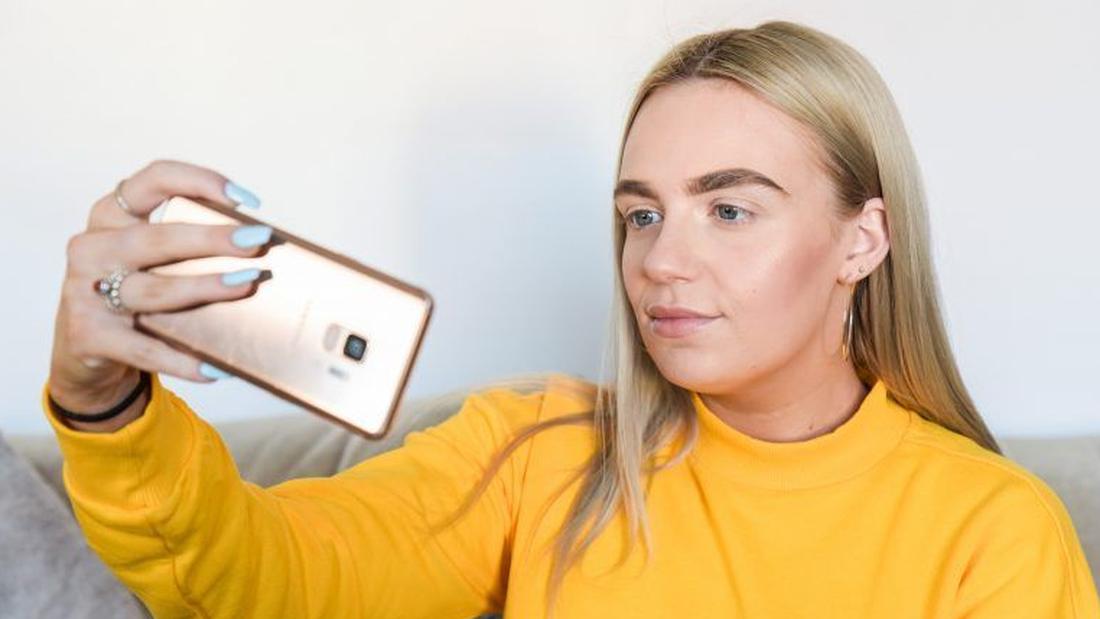 Νέα επιχειρηματικότητα: Πουλάει τις selfies της και βγάζει 3.500€ τον μήνα