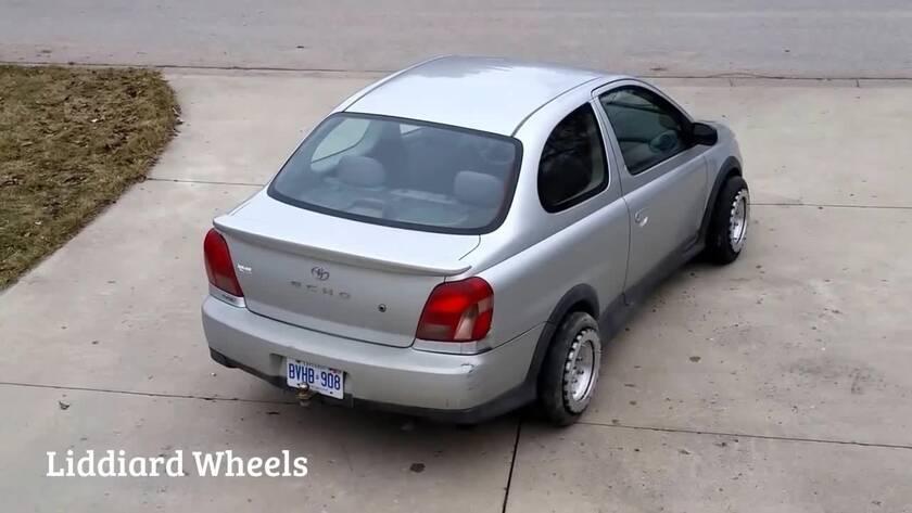 Απίστευτο βίντεο: Έχετε ξαναδεί αυτοκίνητο να κάνει κάτι τέτοιο;