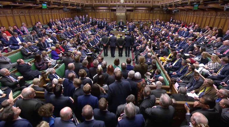 Διχασμένη η Βρετανία: Με μόλις 4 ψήφους σε 620 βουλευτές ψήφισε «όχι» σε έξοδο χωρίς συμφωνία