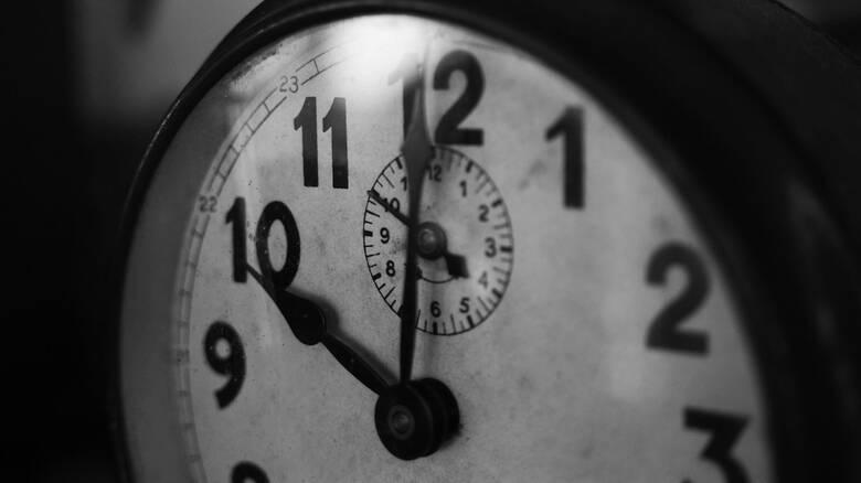 Τι σημαίνουν το A.M. και το P.M. όταν λέμε την ώρα στα αγγλικά;