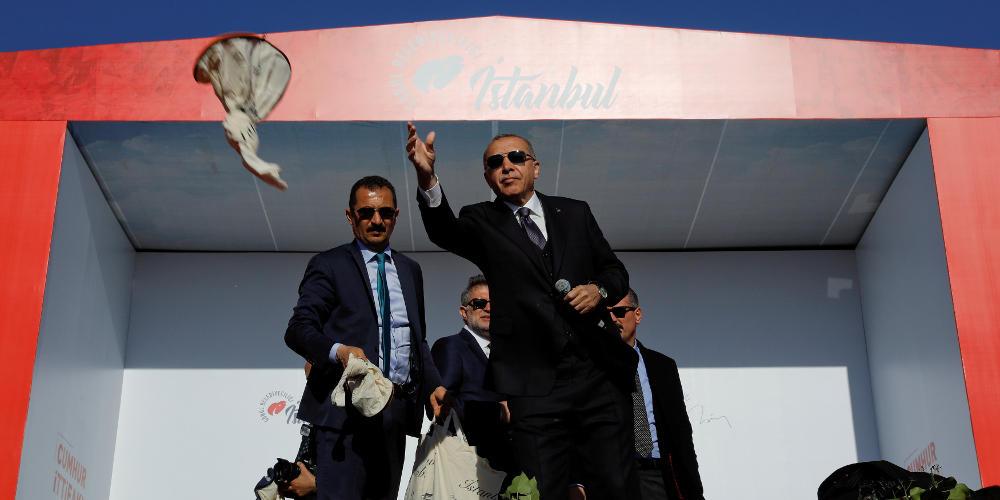 Ο Ερντογάν… ακάθεκτος: Η Αγιά Σοφιά μετά τις εκλογές θα γίνει τζαμί!