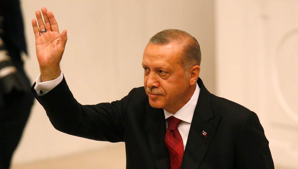 Aπίστευτο παραλήρημα Ερντογάν: «Σμύρνη, εσύ που ρίχνεις τους γκιαούρηδες στη θάλασσα»