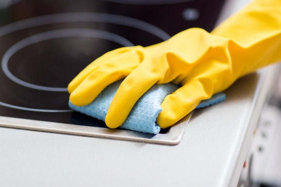 Σίγουρα δεν ξέρεις τον πιο γρήγορο τρόπο για να καθαρίσεις τα λάδια από την κουζίνα