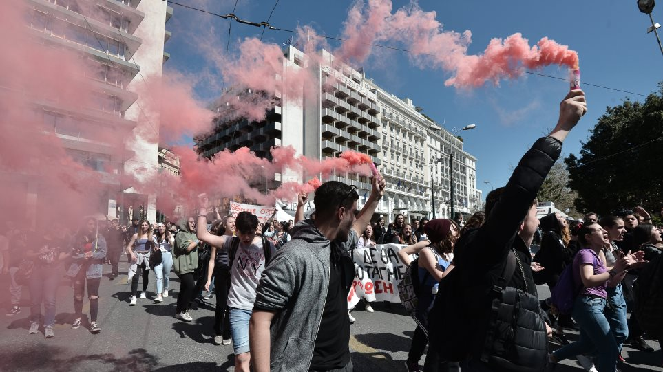Πορεία μαθητών στο κέντρο της Αθήνας κατά του νομοσχεδίου Γαβρόγλου