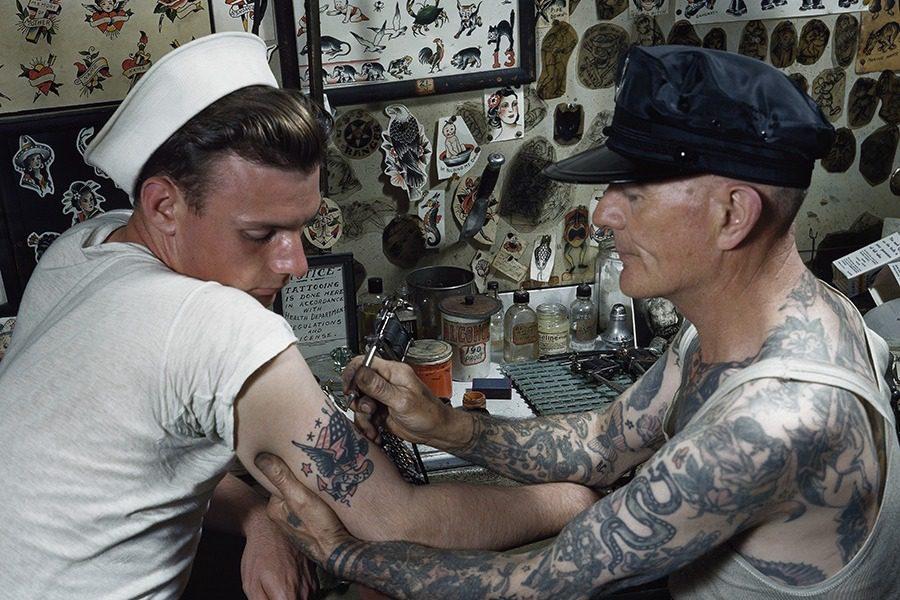 Τι σημαίνει κάθε τατουάζ που κάνει ένας ναυτικός