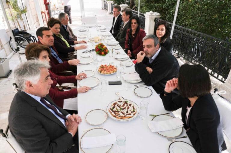 Ευρωεκλογές 2019: Ο Τσίπρας υποδέχτηκε στη… βεράντα του Μαξίμου τους υποψήφιους ευρωβουλευτές [pics]