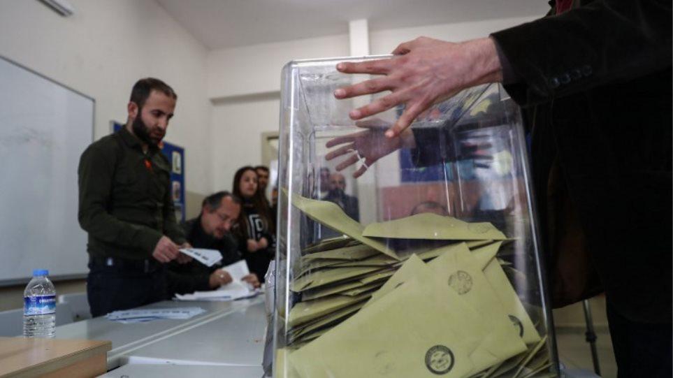 Βάφτηκαν με αίμα οι εκλογές στην Τουρκία – 4 νεκροί, 62 τραυματίες