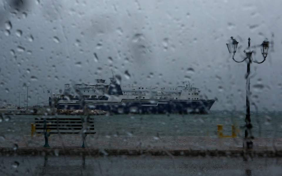 Συννεφιά και καταιγίδες στη δυτική Κρήτη