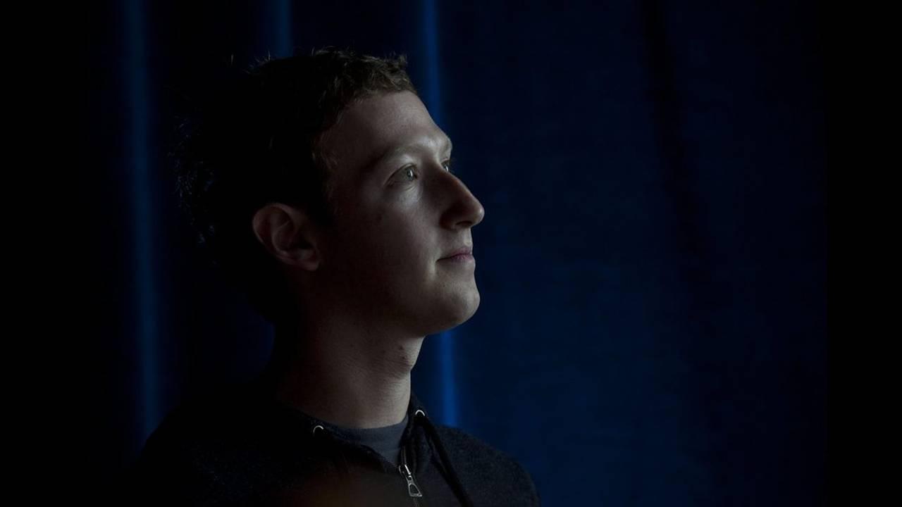 Αναστάτωση στο Facebook με τη διαγραφή αναρτήσεων του Ζάκερμπεργκ