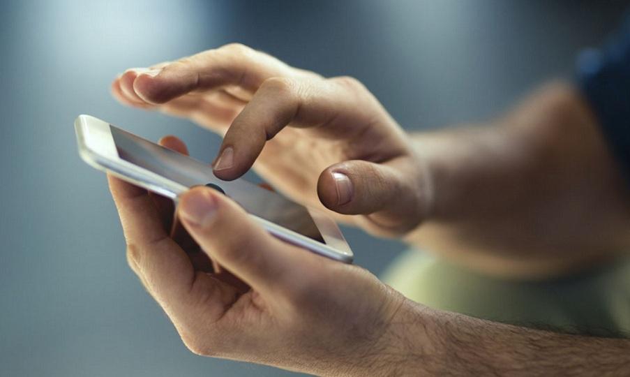 Το βίντεο που ανησυχεί πολλούς κατόχους κινητών – Δείτε τι συμβαίνει με τα δακτυλικά αποτυπώματα