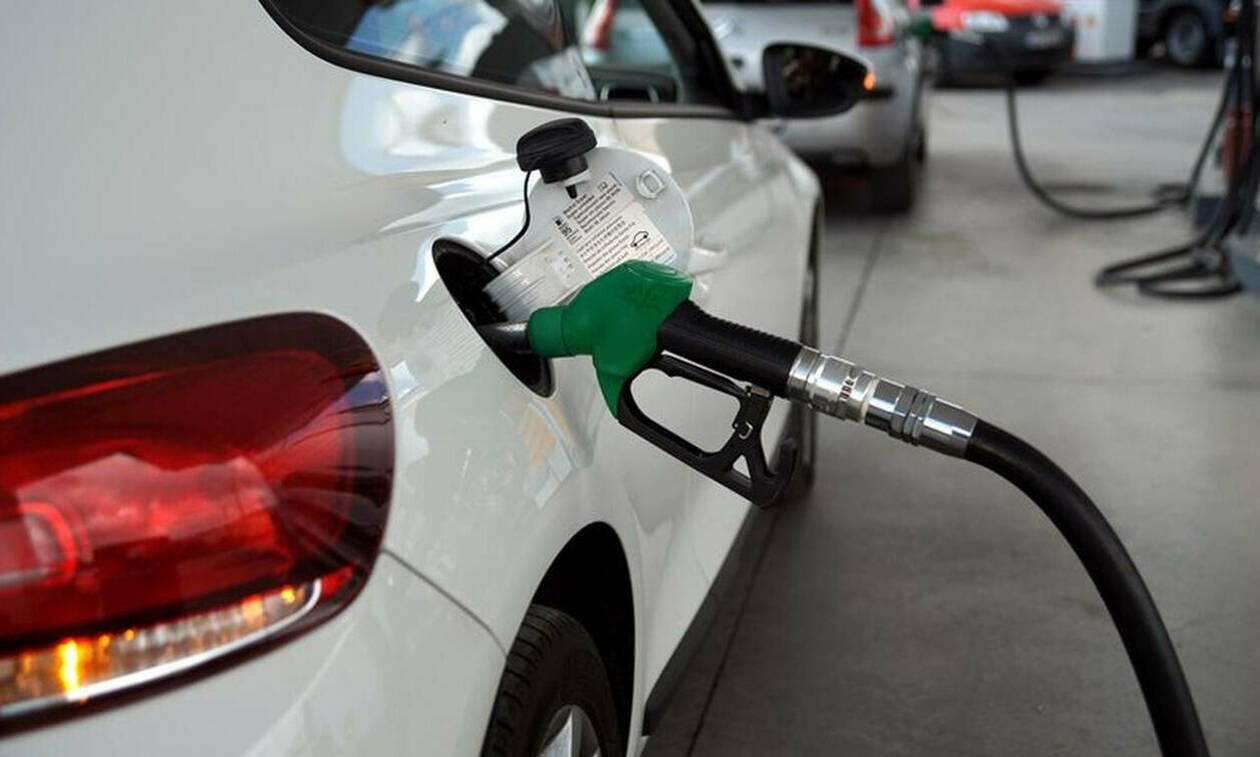 Το ολέθριο λάθος που κάνουμε ΟΛΟΙ όταν βάζουμε βενζίνη – Έτσι διαλύουμε τα αυτοκίνητά μας