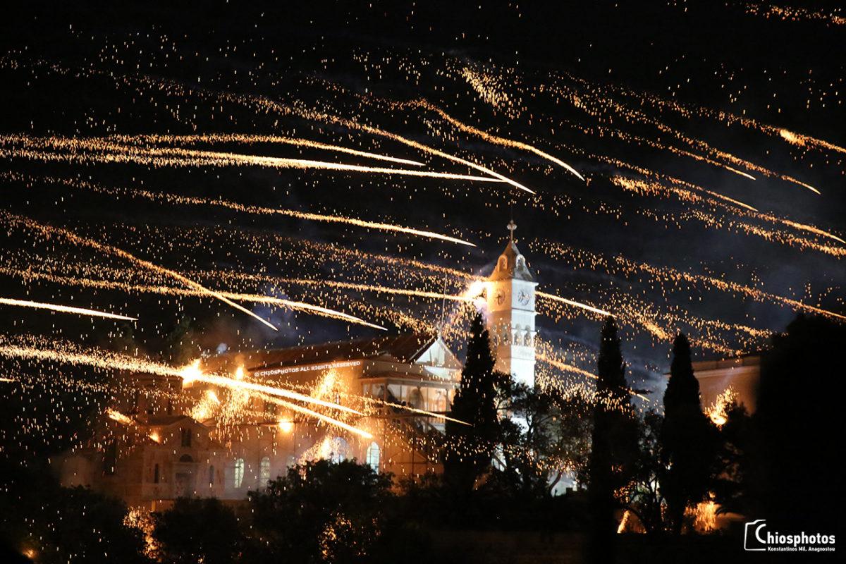 Μάγεψε ο ρουκετοπόλεμος στον Βροντάδο της Χίου. Την Κυριακή του Πάσχα γίνεται η καταμέτρηση των ρουκετών που βρήκαν το στόχο και αναδεικνύεται ο νικητής (βίντεο)