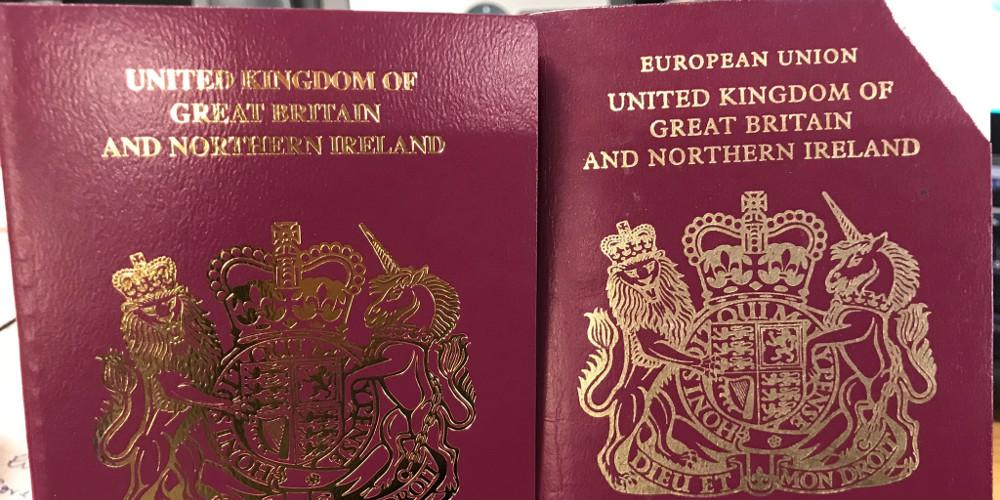 Διαβατήρια χωρίς την ένδειξη Ευρωπαϊκή Ένωση έβγαλε η Βρετανία