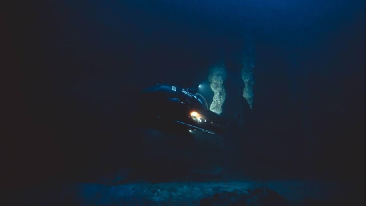 «Έμοιαζαν γαλήνιοι»: Επιστήμονες έλυσαν το μυστήριο των εξαφανισμένων δυτών στη «Μεγάλη Μπλε Τρύπα»
